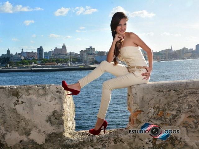 Ana Laura quinceañera de Cuba, sus fotos en la Habana. (Video + PhotoBook)